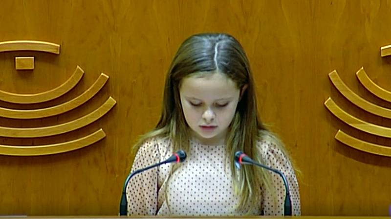 """Una niña transexual interviene ante el pleno de la Asamblea de Extremadura para defender """"el derecho a ser quienes somos"""""""