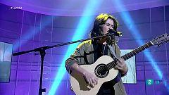 """Carmen Boza canta """"Un golpe de suerte"""" en La 2 Noticias"""