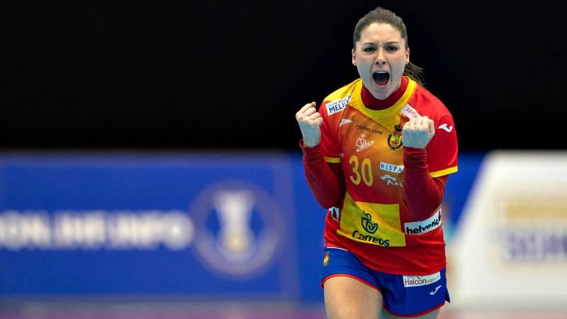 La selección española femenina de balonmano ha logrado una agónica  victoria ante Montenegro (27-26) que le permite pasar invicta a la  segunda fase en el Mundial de Japón, después de cosechar cinco  triunfos en otros tantos encuentros disputados.