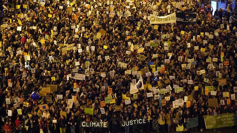 Miles de personas salen a la calle en Madrid contra el cambio climático