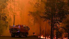 2.000 bomberos luchan contra los voraces incendios en Australia