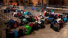 Cientos de personas se unen a la 'Gran Dormida' en Madrid para visibilizar a las personas sin hogar