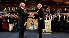 Peter Handke recoge el Nobel de Literatura entre protestas por su apoyo al nacionalismo serbio más radical