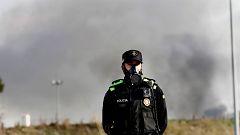 Un incendio industrial en Montornès obligar a confinar a los vecinos y contamina el río Besòs