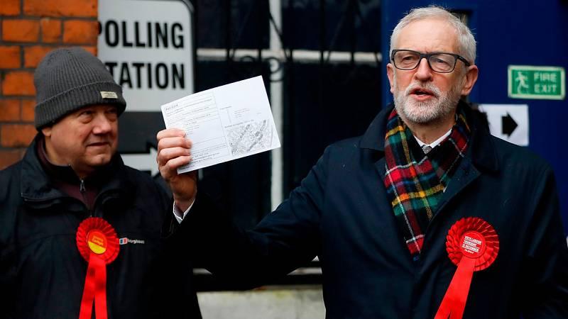 El líder laborista, Jeremy Corbyn, vota en unas elecciones clave para el 'Brexit'
