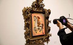 Controversia en México por un cuadro de Emiliano Zapata desnudo y con tacones