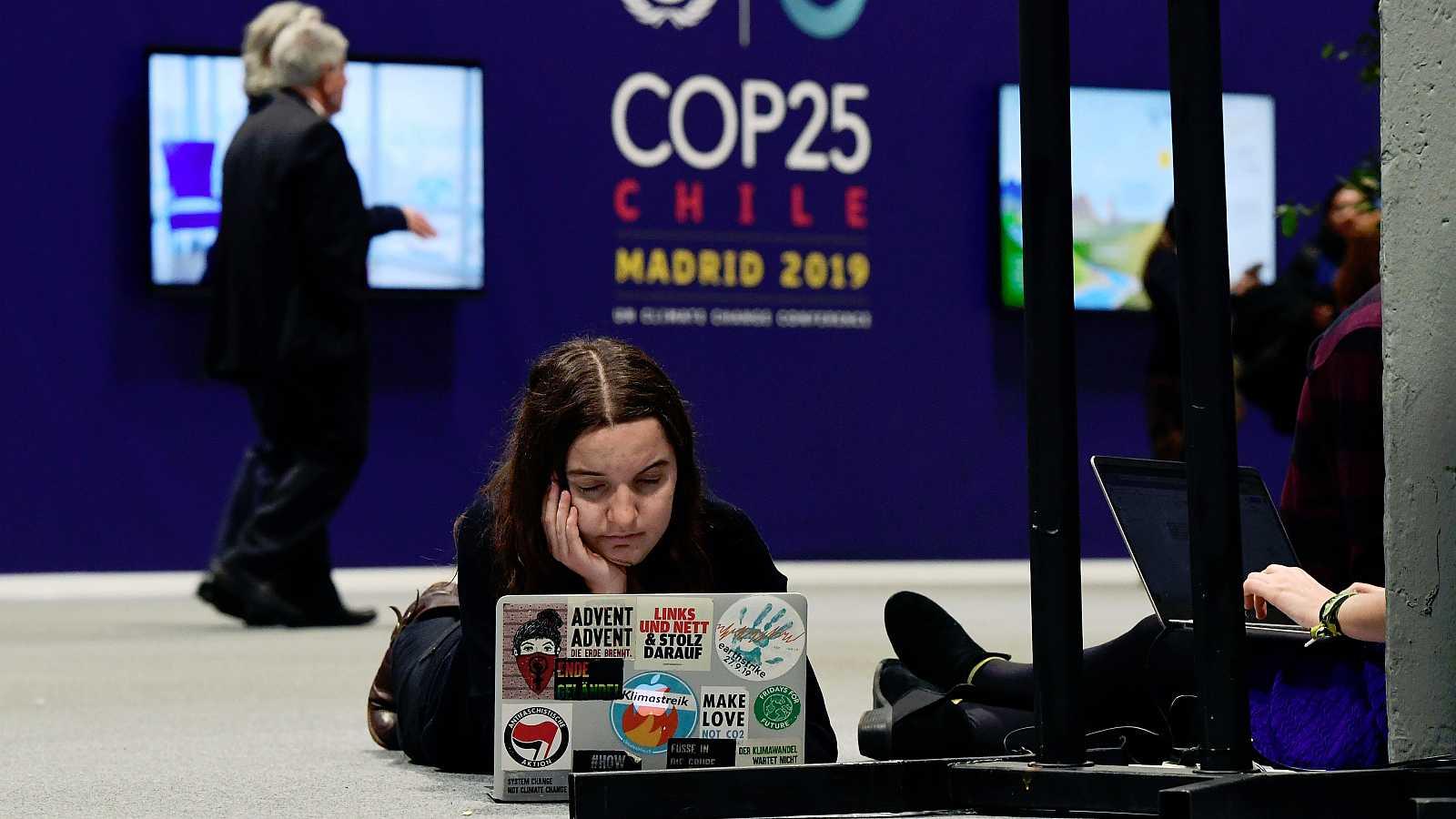 La Cumbre del Clima COP25 de Madrid no termina de vislumbrar un horizonte claro después de más de diez intensas jornadas. El encuentro de la ONU afronta su último día y las negociaciones permanecen estancadas en los atolladeros más importantes, los y