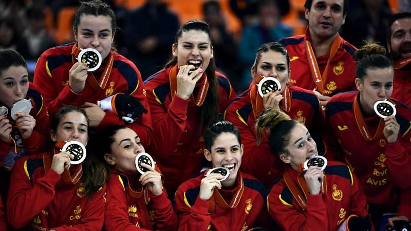La selección española femenina de balonmano no pudo culminar el sueño y tuvo que conformarse con la medalla de plata en el Mundial de Japón, tras perder este domingo por 29-30 ante los Países Bajos con un gol de penalti en el último segundo de Lois A