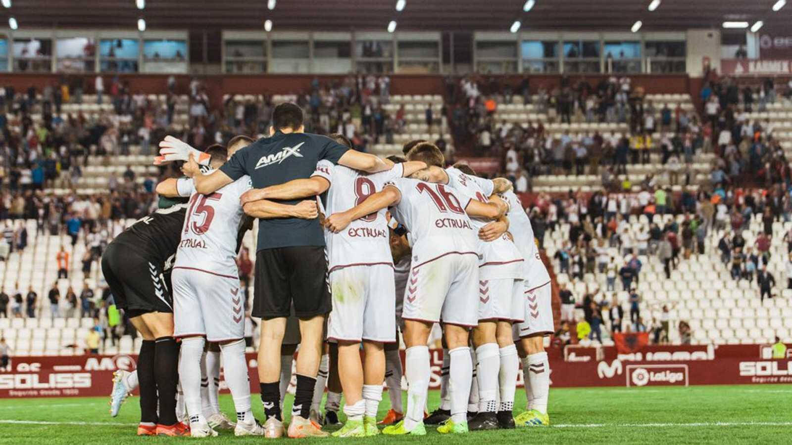 El Rayo-Albacete, de Segunda División, suspendido por los insultos de la grada contra Zozulya