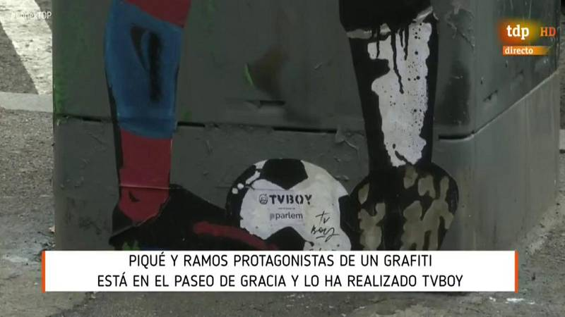 Un graffiti de un beso entre Ramos y Piqué aparece en Barcelona