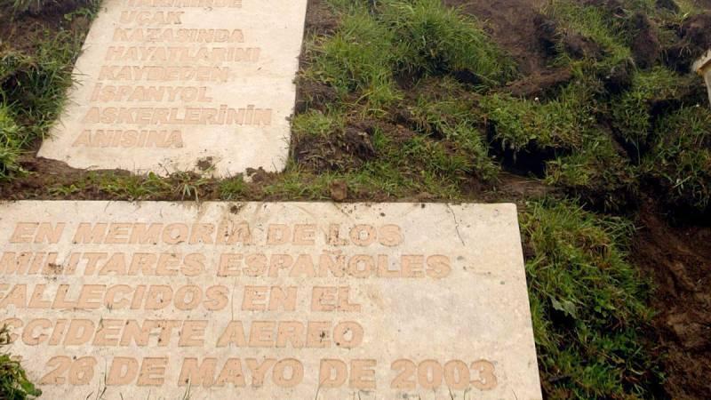 Las autoridades turcas entregarán a las españolas parte deun fémur y 23 frascos con restos humanosque podrían corresponder a víctimas delaccidente del Yak-42ocurrido en 2003 en Turquía, y que costó la vida de 62 militares españoles y la tripulaci