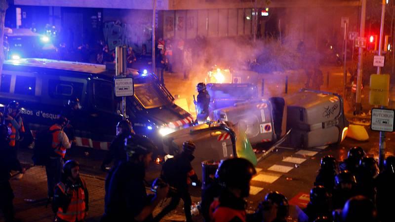 Barricadas y enfrentamientos en los alrededores del Camp Nou durante el Clásico