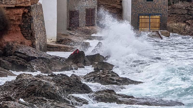 La borrasca 'Elsa' da sus últimos coletazoss y entra 'Fabien' con más viento, lluvia y oleaje
