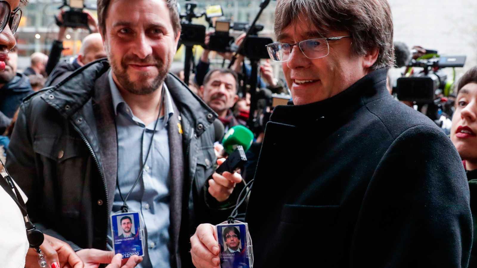 Puigdemont y Comín recogen su acreditación provisional como eurodiputados tras la sentencia de Junqueras