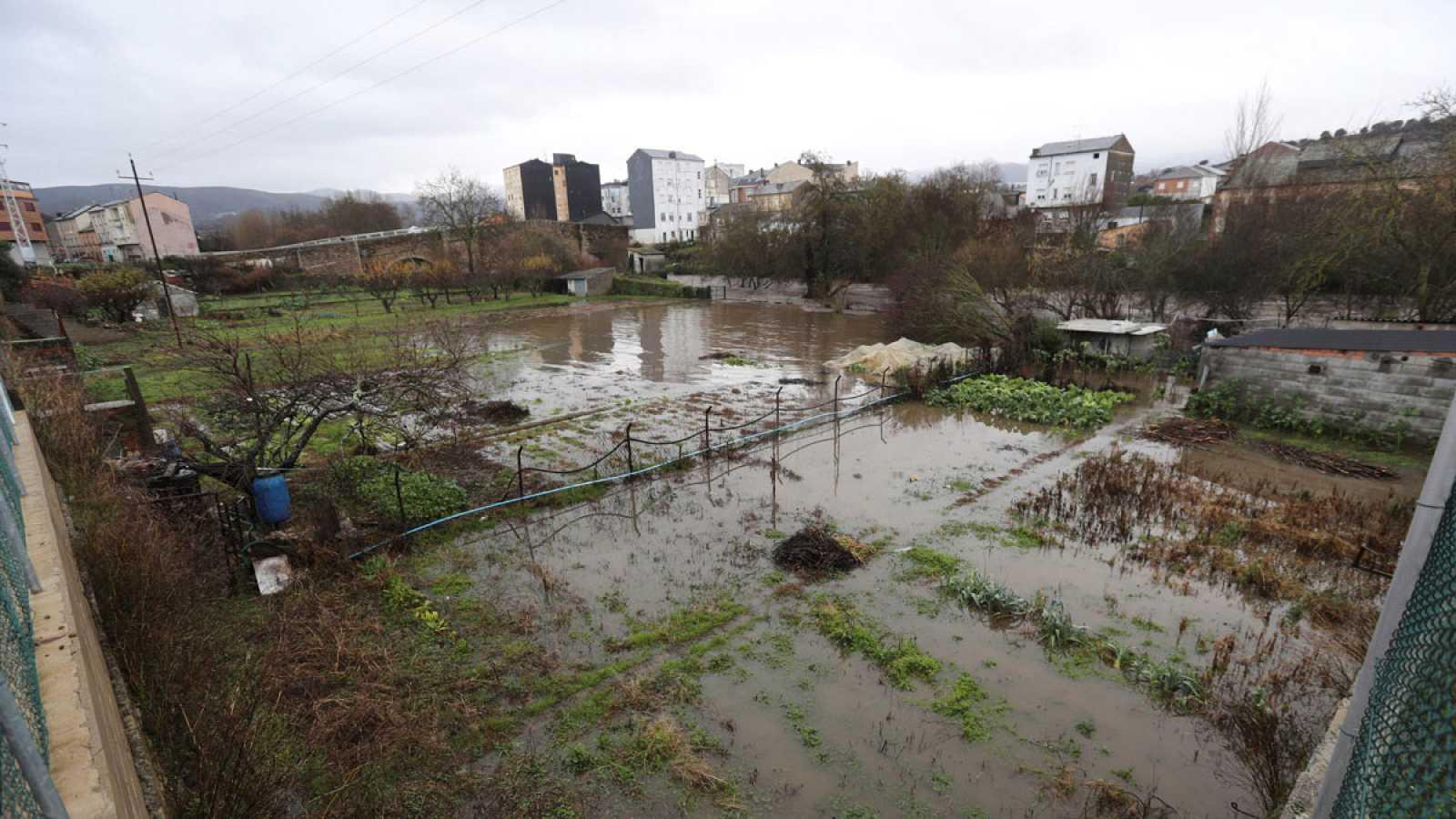 El paso de 'Elsa' deja cuatro muertos, cortes en trenes y carreteras inundadas