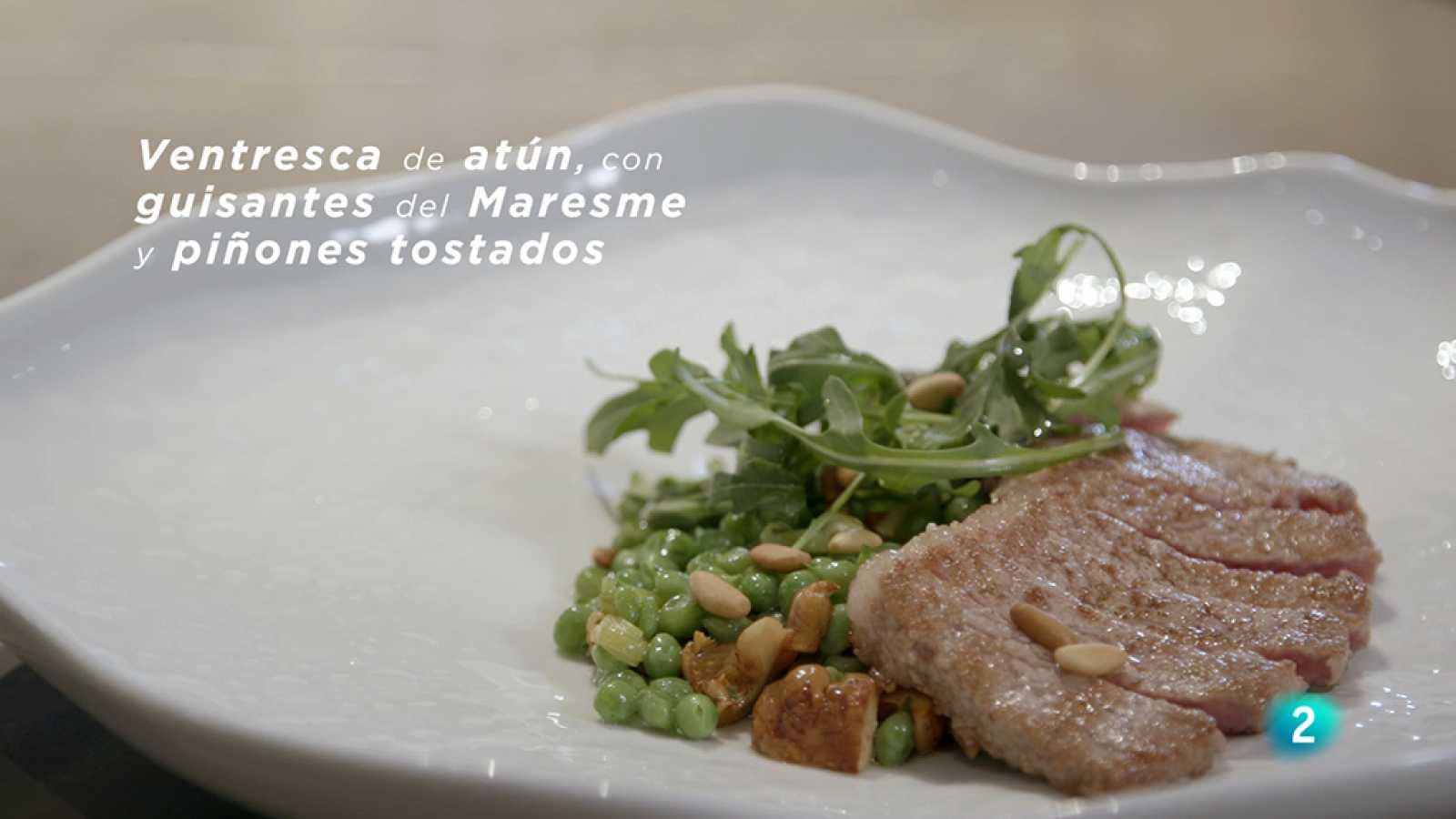 Receta de ventresca de atún con rúcula y piñones tostados