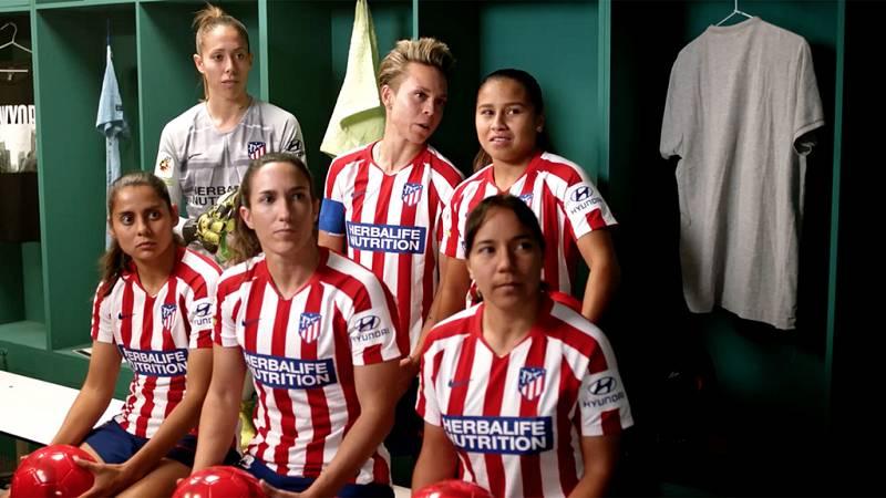 Unamuno y el equipo femenino del Atlético de Madrid