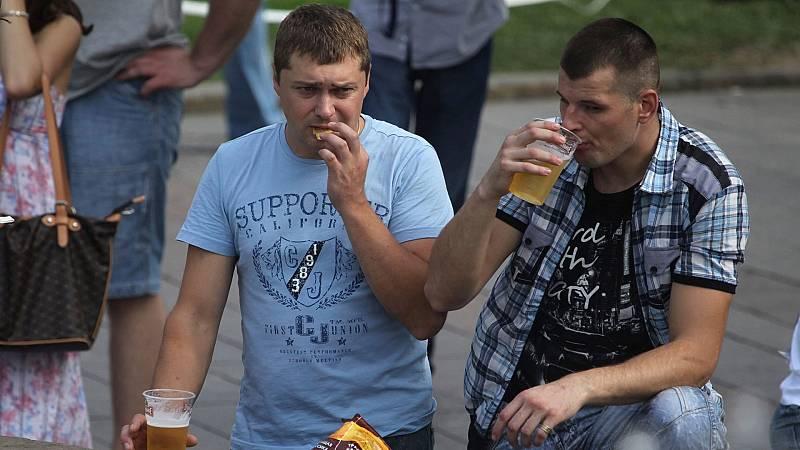Se reduce el consumo de alcohol en Rusia y cambian los gustos: ahora los jóvenes prefieren la cerveza