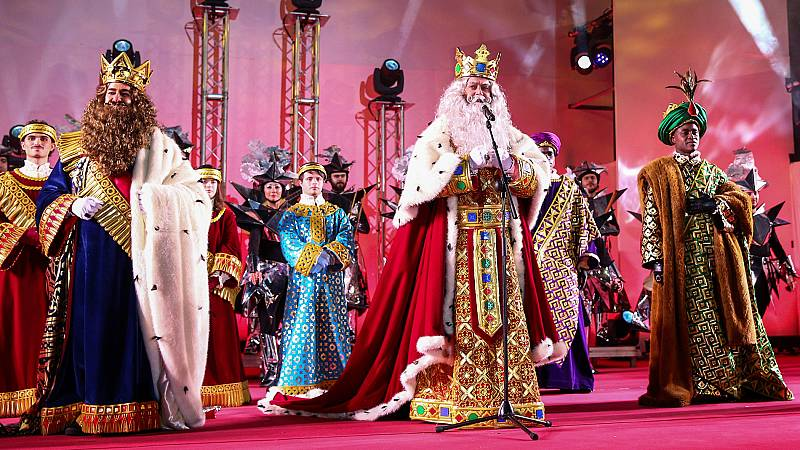 Los Reyes Magos llegan a España cargados de ilusión y regalos