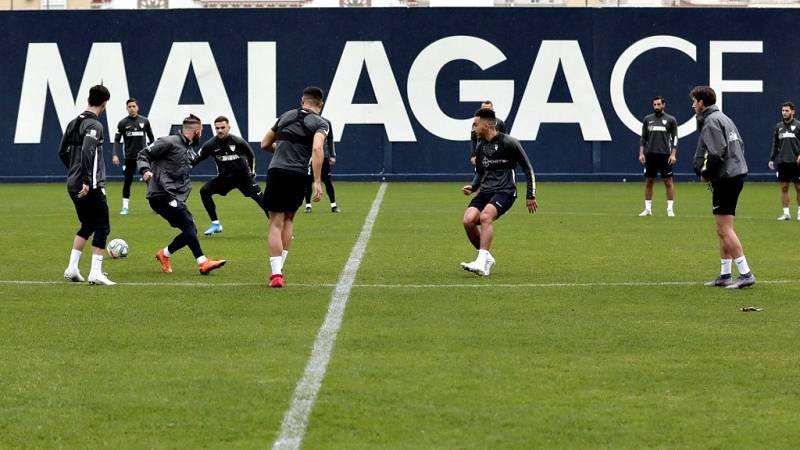 El Málaga, cuyos jugadores han optado por el silencio, ha vuelto este miércoles a los entrenamientos a las órdenes de David Dóniga, segundo de Víctor Sánchez del Amo, quien ayer fue suspendido de sus funciones por el club malaguista tras la difusión