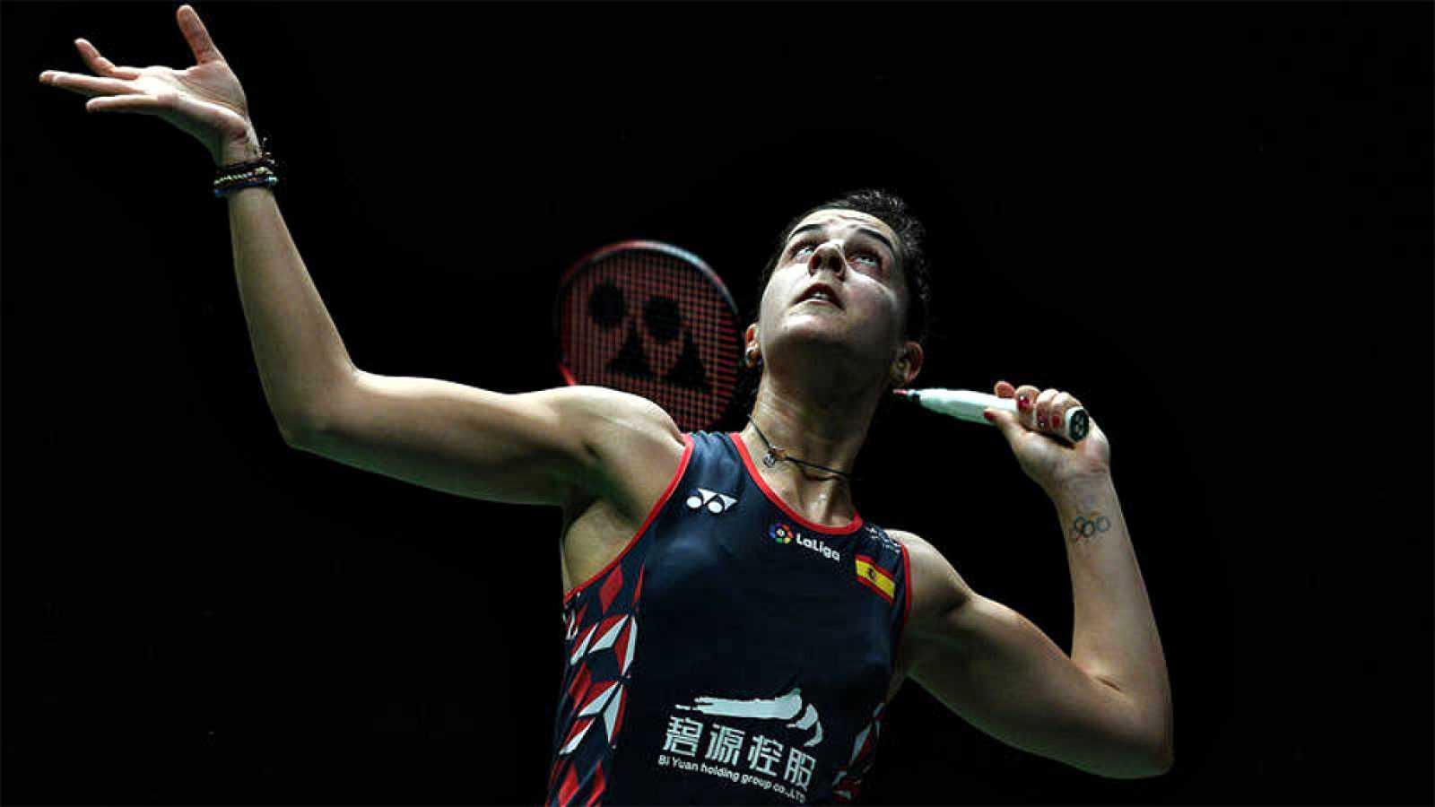 La española Carolina Marín se ha clasificado para la semifinal del Abierto de Malasia de bádminton, que se está disputando en Kuala Lumpur, al imponerse a la india Saina Nehwal por 21-8 y 21-7.
