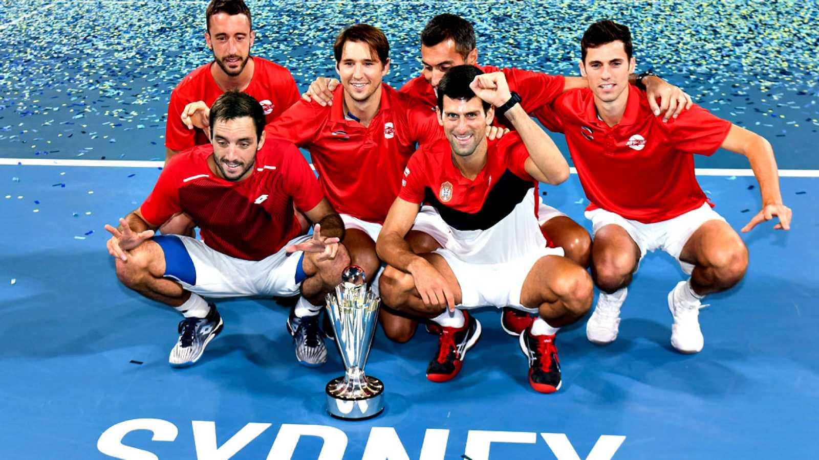 Novak Djokovic fue el héroe del equipo de Serbia, campeón de la primera edición de la Copa ATP, en la que el conjunto que ha dirigido Nenan Zimonjinc se impuso por 2-1 al de España en la final, gracias al triunfo en el doble en una jornada en la que