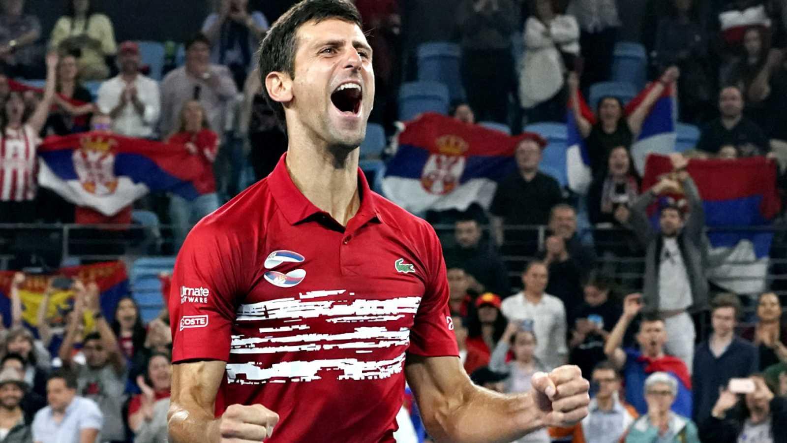 El número uno del mundo, el español Rafael Nadal no pudo con el segundo Novak Djokovic y cayó ante el serbio por 6-2 y 7-6(4). Antes, Roberto Bautista consiguió el primer punto para España ante Dusan Lajovic, al vencerle por 7-5 y 6-1.