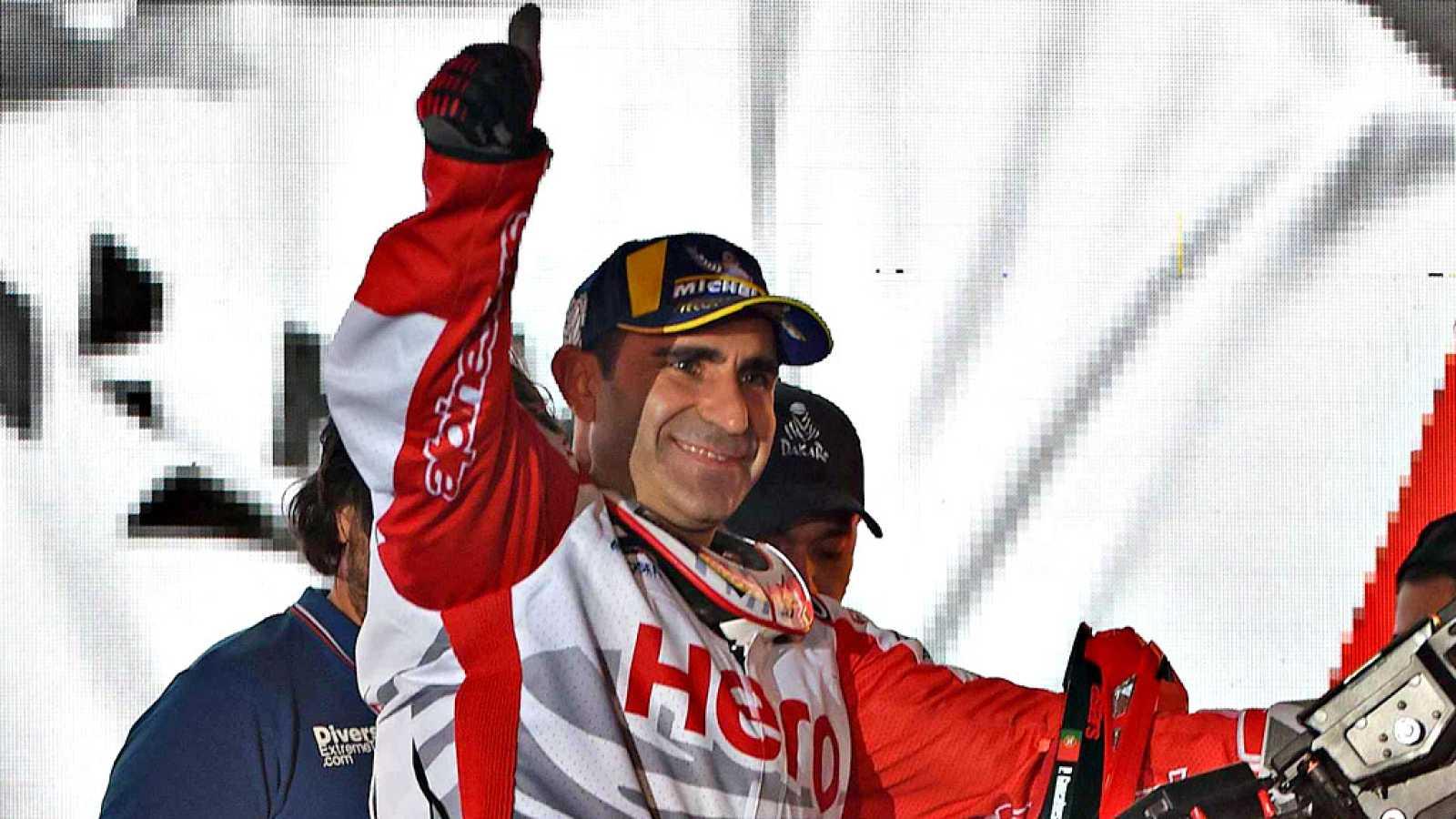 El piloto portugués Paulo Gonçalves (Hero MotoSports) ha fallecido  este domingo a los 40 años, tras ser víctima de una caída durante la  séptima etapa del Rally Dakar, disputada sobre 546 kilómetros  cronometrados entre las ciudades de Riad y Wadi A