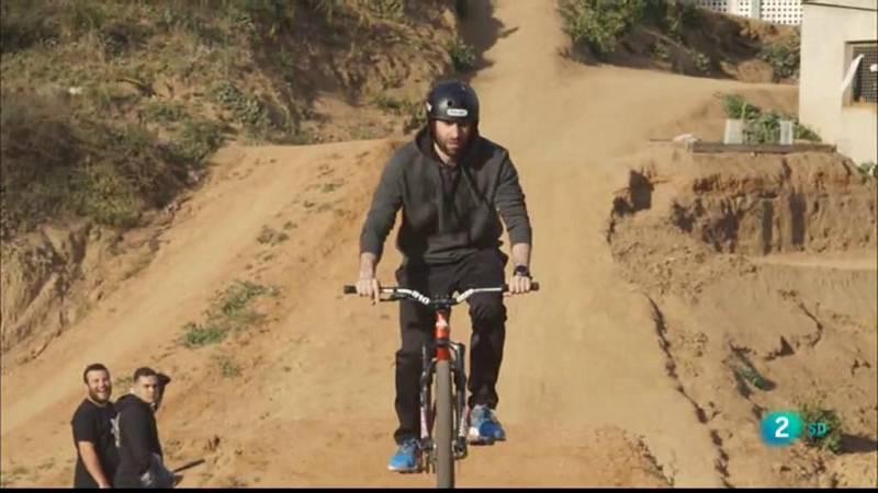 Insòlits descobreix el dirt jump, l'esport dels salts i els trucs en bicicleta