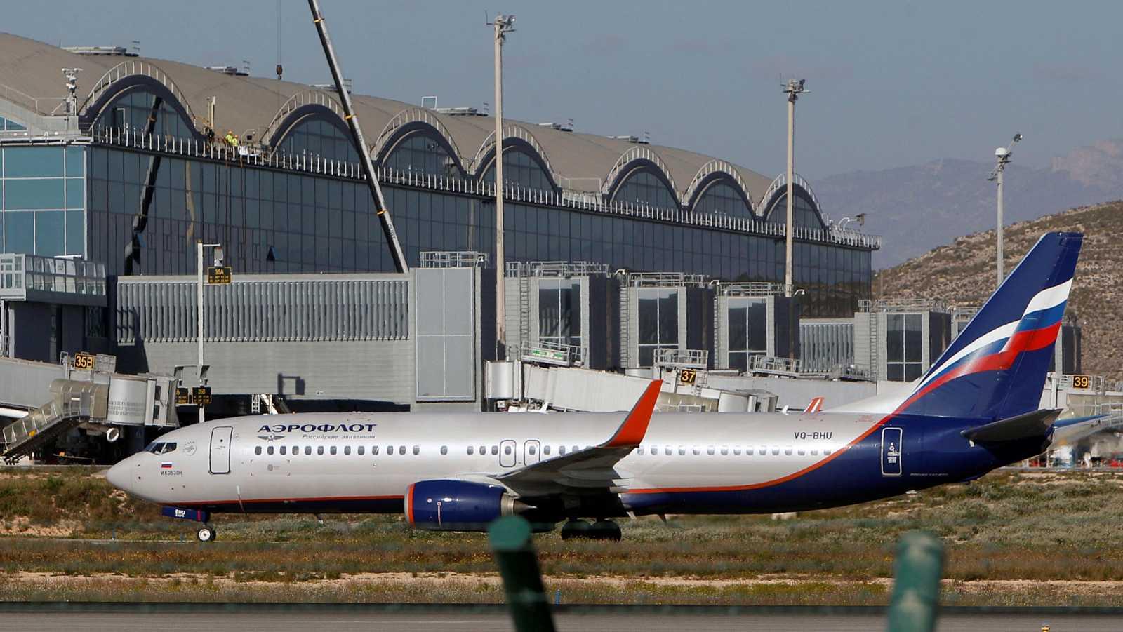 El aeropuerto de Alicante se reabre al tráfico aéreo de forma progresiva tras el incendio