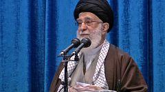 El ayatolá Jameneí acusa a Francia, Reino Unido y Alemania de servir a EE.UU. y buscar la rendición de Irán