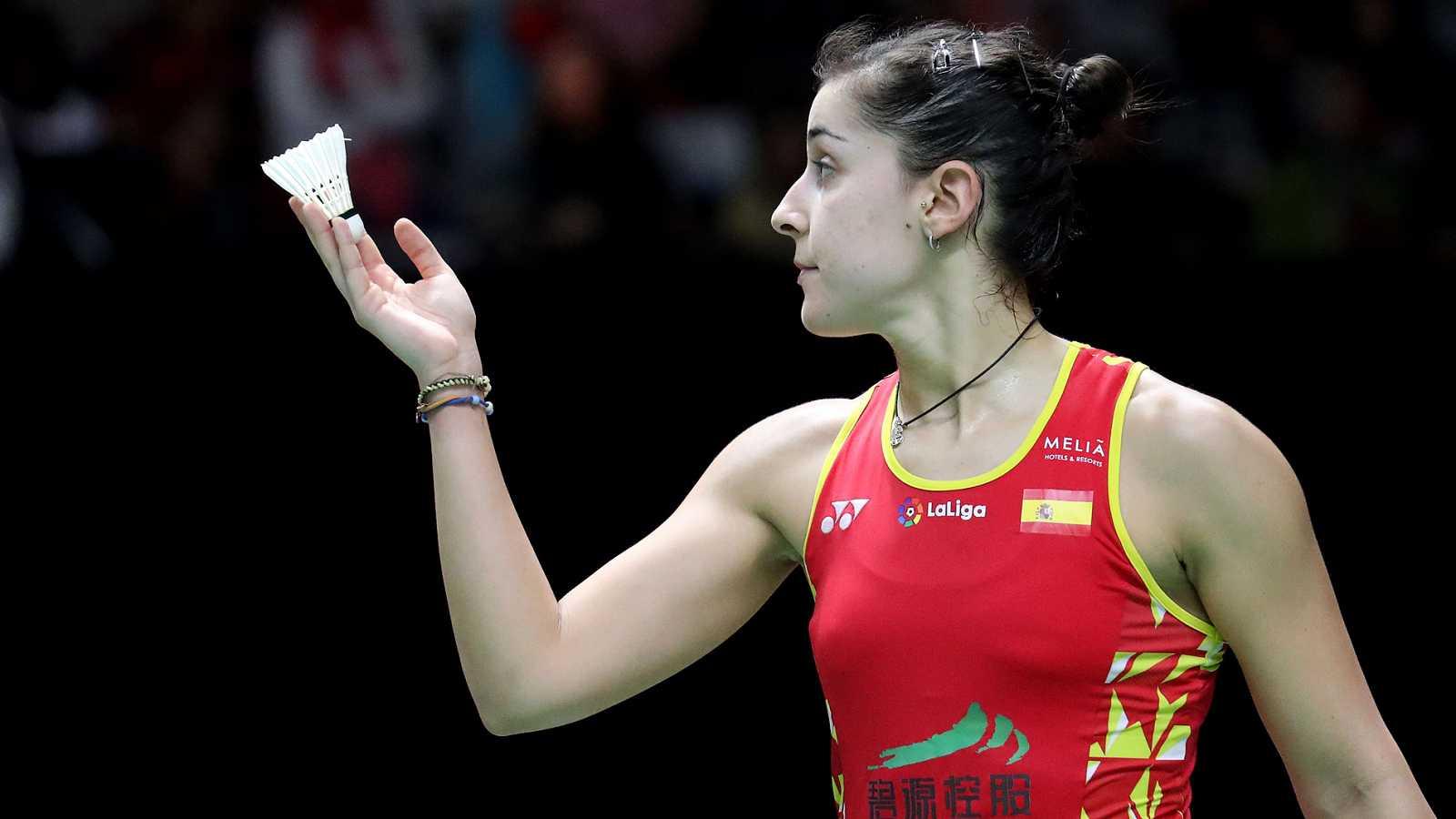 Carolina Marín se ha metido en semifinales del Abierto de Indonesia al derrotar en cuartos a la coreana An se-young por 21-17 y 21-6.