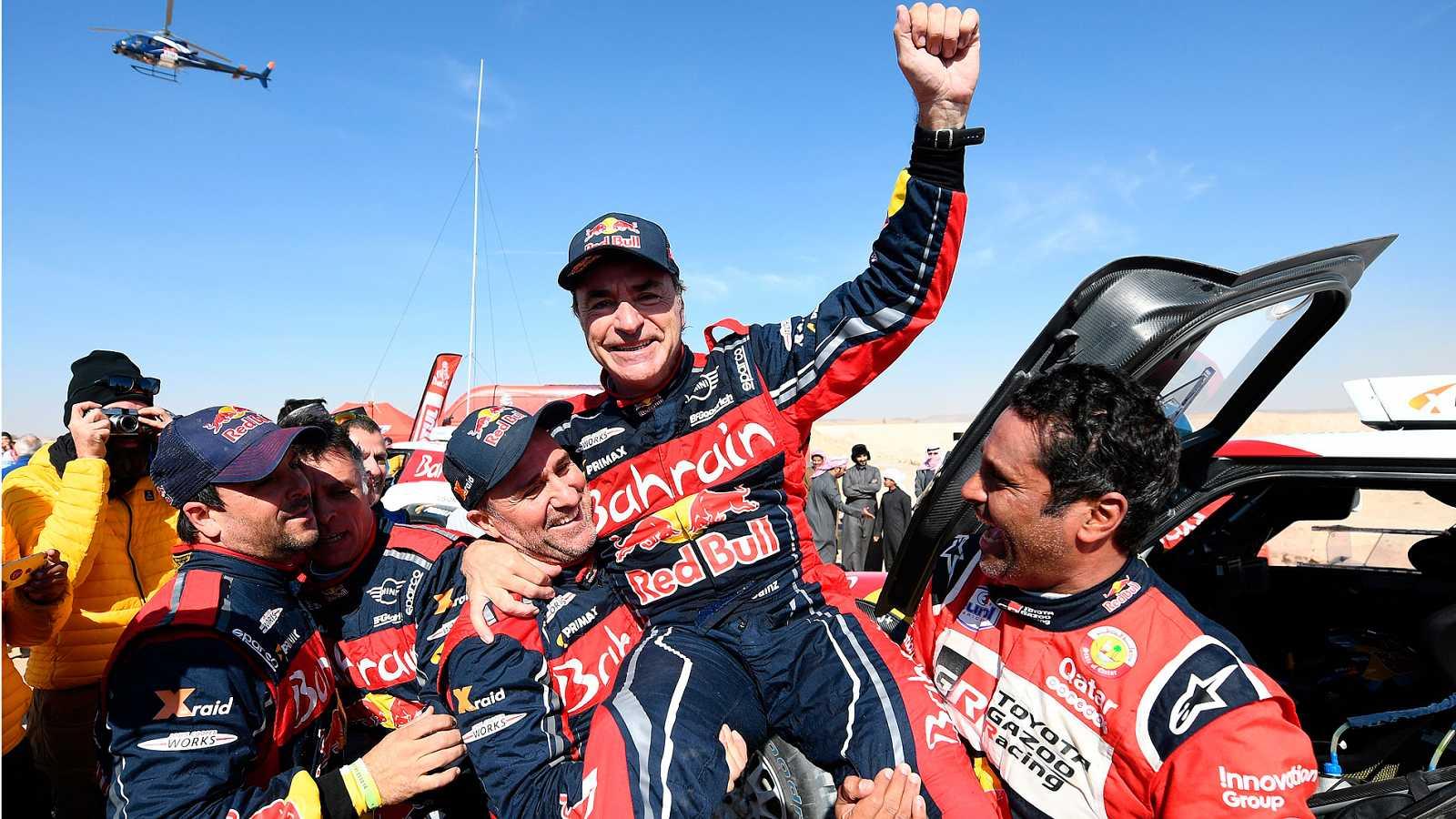 Carlos Sainz ha ganado su tercer rally Dakar en Arabia Saudí, por delante de Peterhansel y Al Attiyah. Fernando Alonso, finalmente, ha acabado decimotercero.