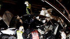 Un autobús pierde el control en Estella y causa la muerte de una menor tras arrollar una quincena de coches