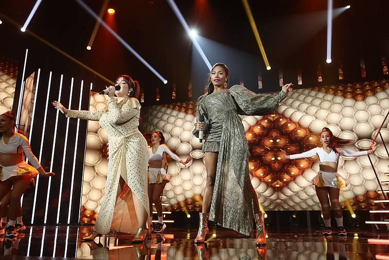 Ariadna y Nia han cantan Good as hell, de Ariana Grande y Lizzo, en la Gala 1 de Operación Triunfo 2020