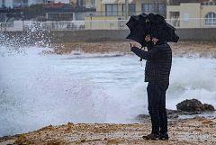 La borrasca Gloria golpea el este de la Península con lluvia,viento y nieve