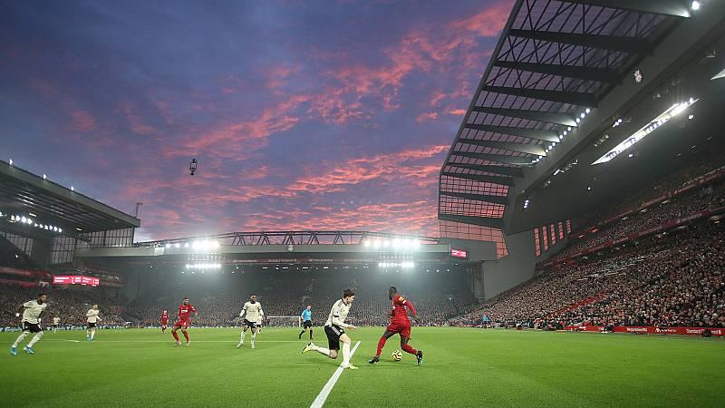 El Liverpool tumba al United y sigue imparable