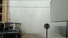 Una ola gigante salpica más de cuatro pisos de altura en Mallorca