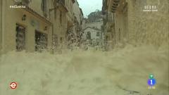 España Directo -  Tossa de Mar (Girona)  inundada por la espuma del mar.