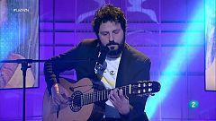 """El Kanka interpretra """"Guapos y guapas"""" en La 2 Noticias"""