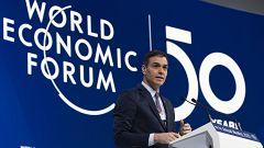 Pedro Sánchez envía un mensaje de tranquilidad y se compromete a reducir el déficit público en Davos