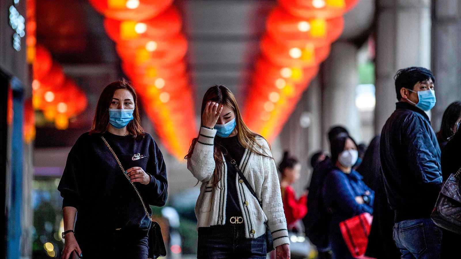 La OMS decide este miércoles si declara o no la emergencia internacional por el coronavirus chino, conocido como el virus de Wuhan, que deja ya 9 muertos y más de 470 casos. China teme que una mutación complique el tratamiento y en varios países se r