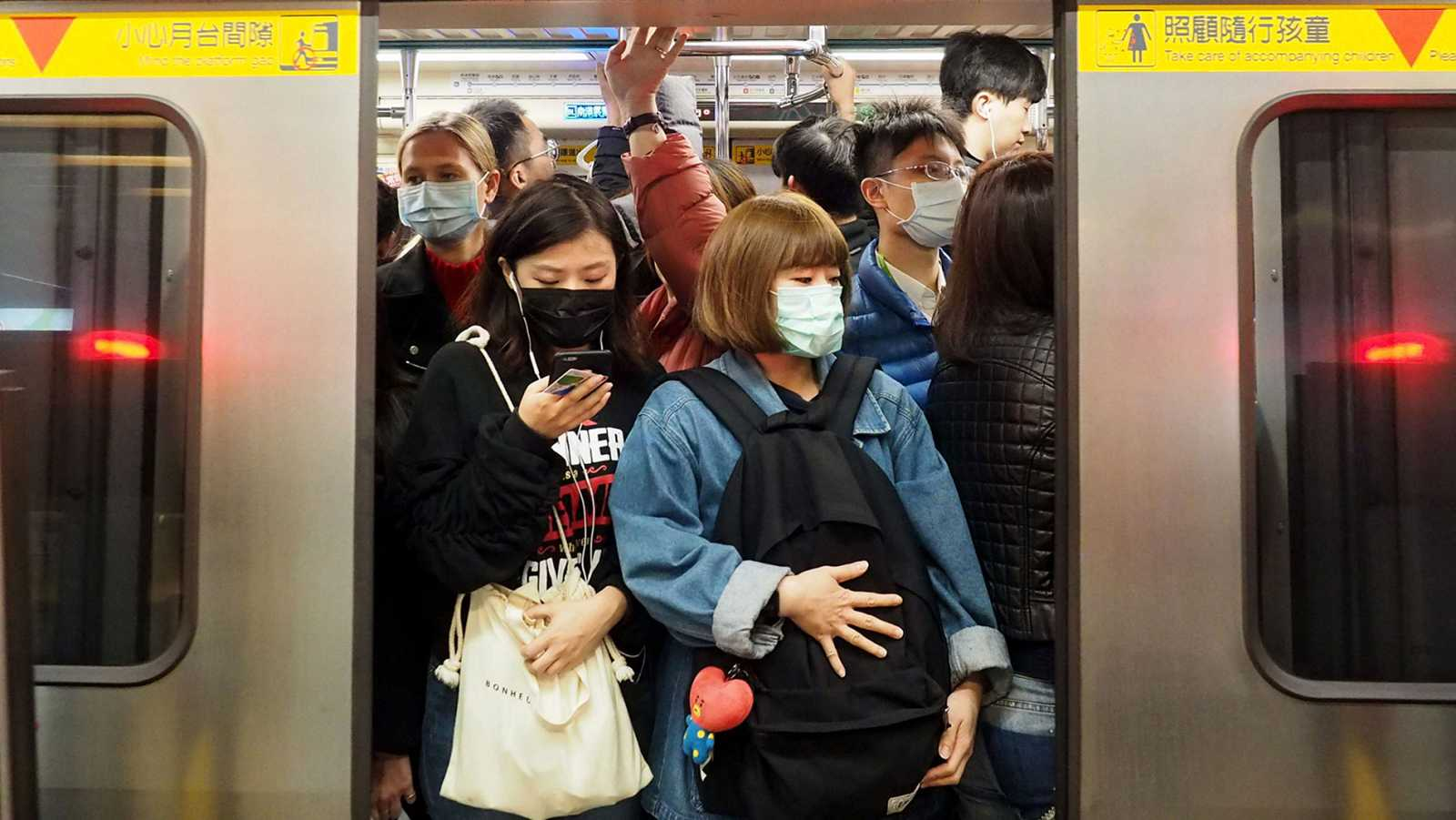 China cierra todos los transportes en Wuhan y eleva a 17 las muertes por el brote de neumonía