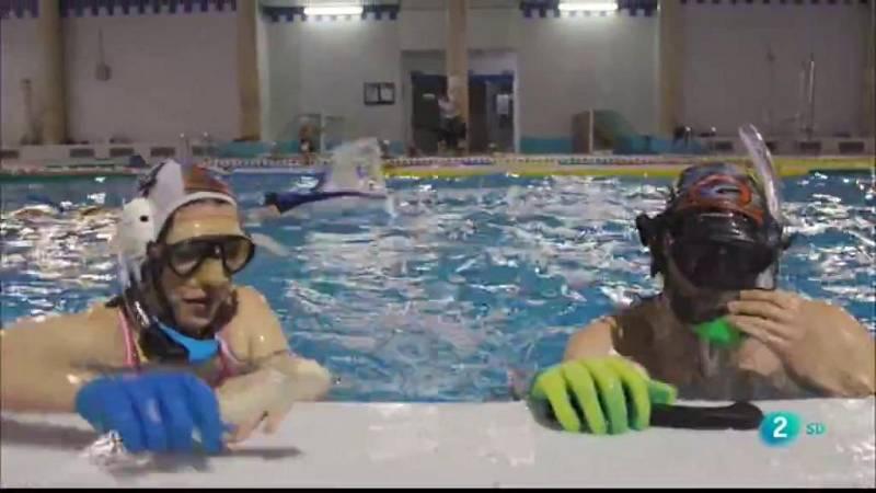 Insòlits descobreix l'hoquei subaquàtic amb aletes i stick