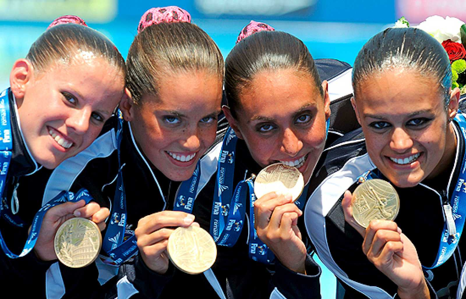 La natación española sincronizada ha logrado su primera medalla de oro en unos mundiales. Ha sido en el ejercicio de rutina libre combinada.