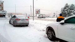 La UME rescata a varias personas atrapadas por la nieve en Zaragoza