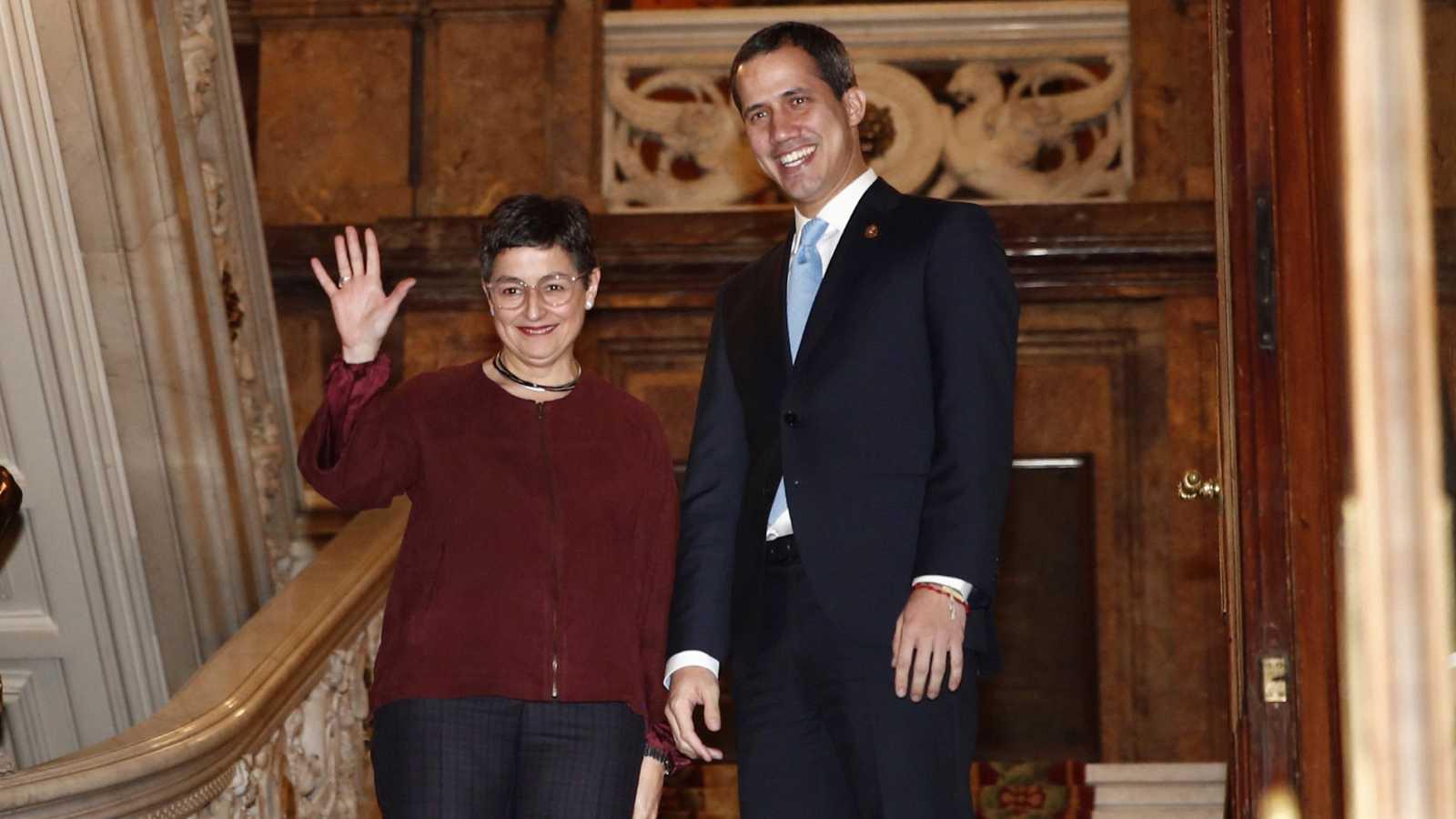 La ministra González Laya recibe a Guaidó entre críticas de la oposición por la ausencia de Sánchez