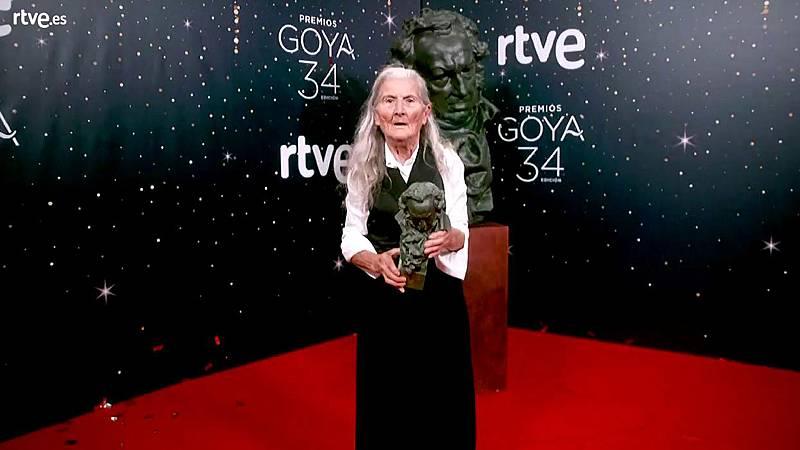 Premios Goya - Benedicta Sánchez posa con su Goya en la cámara glamur