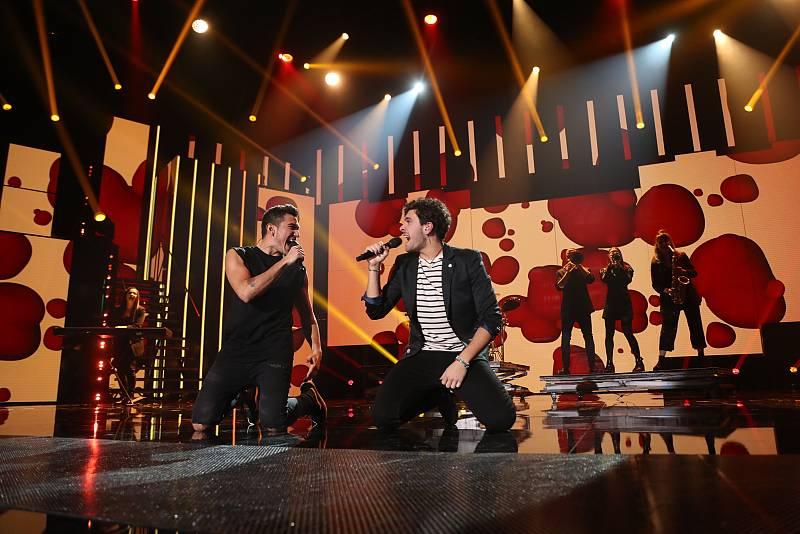 """Bruno y Javy han cantan """"Mucho mejor"""", de Los Rodríguez, en la Gala 2 de """"Operación Triunfo 2020"""""""