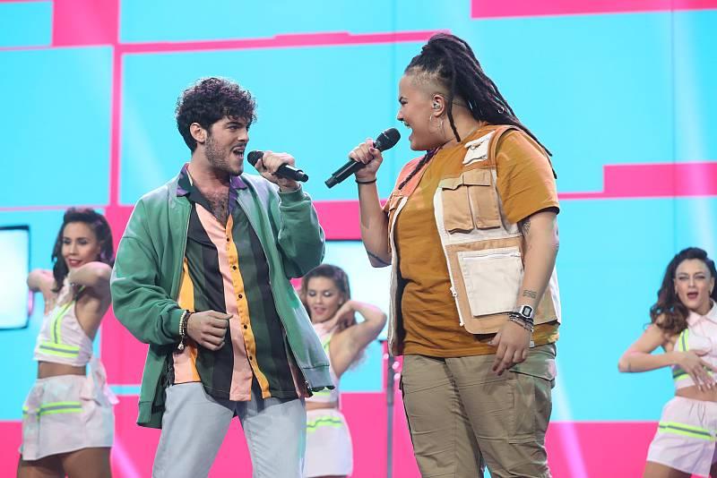 """Rafa y Eli cantan """"Bonita"""", de Juanes y Sebastián Yatra, en la Gala 2 de """"Operación Triunfo 2020"""""""